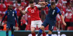 Após desmaio em campo, Finlândia vence a Dinamarca na Eurocopa